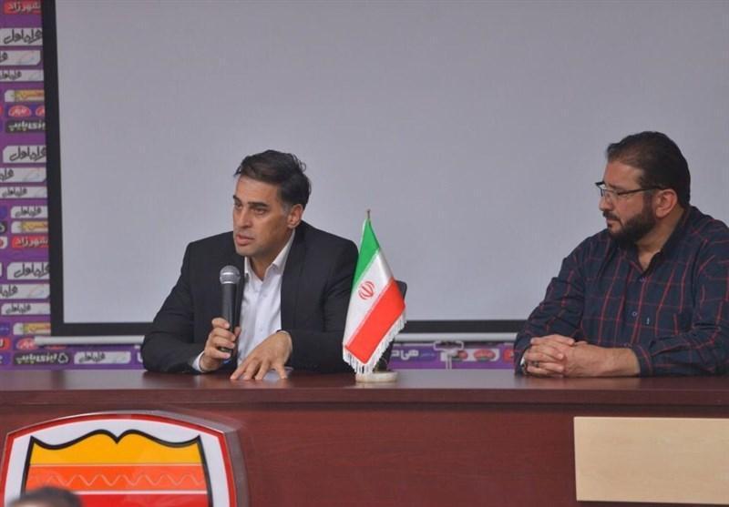 آذری: مدیرعامل ذوب آهن پایش را از گلیمش درازتر نکند، از حیثیت مدیریتی خود دفاع می کنم